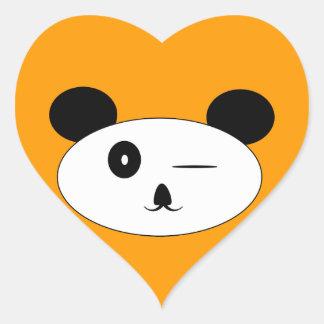 Guiño del corazón de la panda pegatina en forma de corazón
