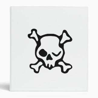 Guiño del cráneo y de la bandera pirata