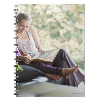 Guión de la lectura de la madre y de la hija libros de apuntes con espiral