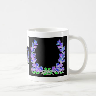Guirnalda azul en un fondo negro tazas de café