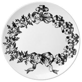 Guirnalda barroca graciosa de la cinta de plato de cerámica