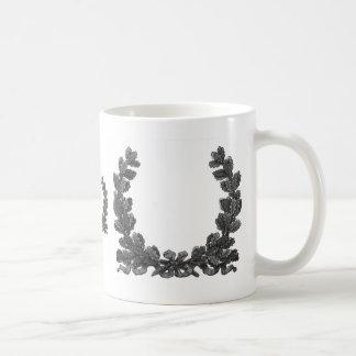 Guirnalda blanco y negro con una cinta taza