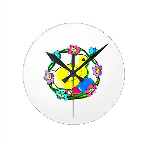 guirnalda colorida del polluelo amarillo de flower reloj
