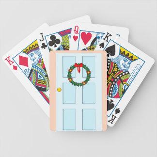 guirnalda de Navidad y puerta azul Barajas De Cartas
