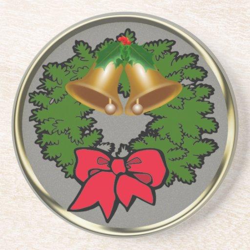 Guirnalda del navidad con las campanas posavasos de arenisca