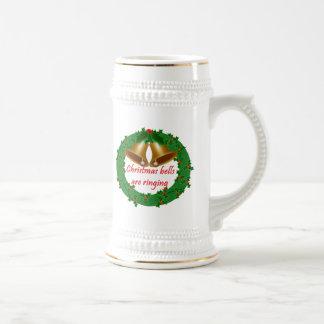 Guirnalda del navidad con las campanas taza de café