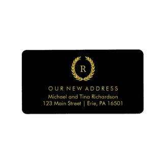Guirnalda del oro en negro con la nueva dirección etiqueta de dirección