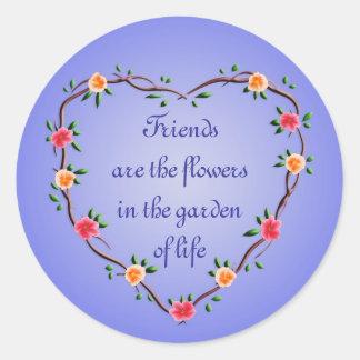 Guirnalda floral del corazón pegatina redonda
