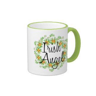 Guirnalda irlandesa del trébol del ángel taza a dos colores