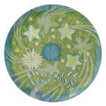 Guirnalda verde del navidad con las estrellas blan plato de comida