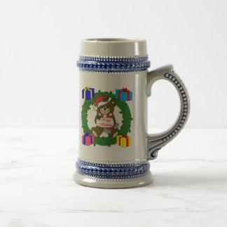 Guirnalda y diseño del oso con las cajas de regalo tazas de café