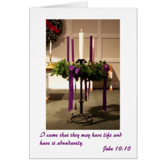 Guirnalda y velas del advenimiento del navidad tarjeta de felicitación