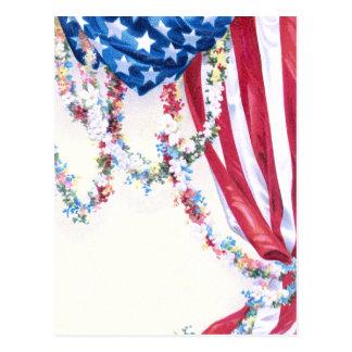 Guirnaldas cubiertas de la bandera y de la flor tarjeta postal