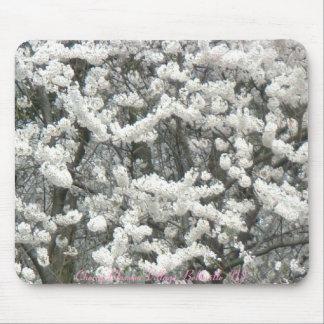 Guirnaldas de la flor de cerezo alfombrillas de ratones