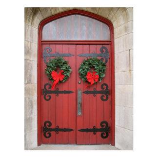 Guirnaldas en la postal roja de la puerta