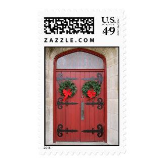 Guirnaldas en sellos rojos de la puerta