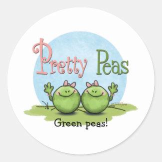 Guisantes bonitos - chicas gemelos de los veggies pegatina redonda
