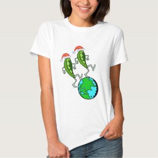 Guisantes en la camiseta del día de fiesta de la remera