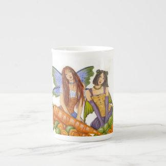 Guisantes y taza de la especialidad de las zanahor taza de porcelana