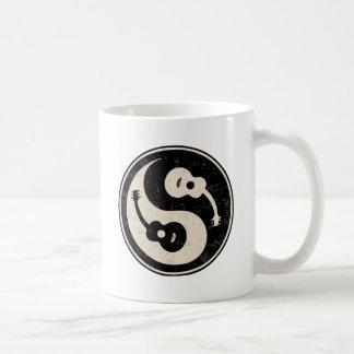 guit-yang1-blk-tan-T Mug
