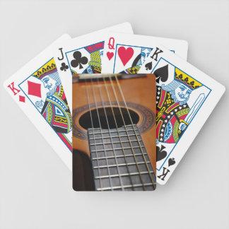 Guitarra acústica clásica baraja cartas de poker