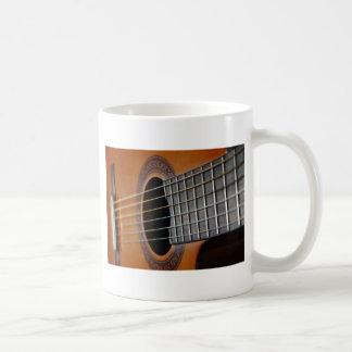 Guitarra acústica clásica taza de café