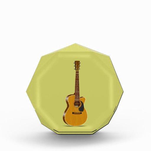 Guitarra acústica cortada
