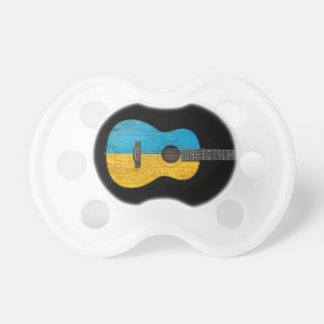 Guitarra acústica de la bandera ucraniana gastada, chupetes de bebé