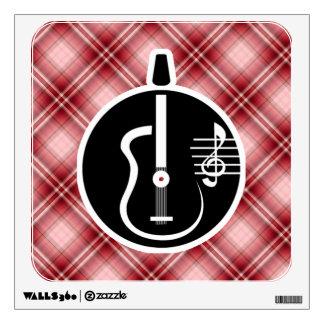Guitarra acústica de la tela escocesa roja