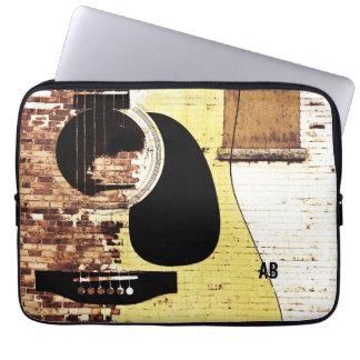 guitarra acústica en el collage del ladrillo mangas portátiles
