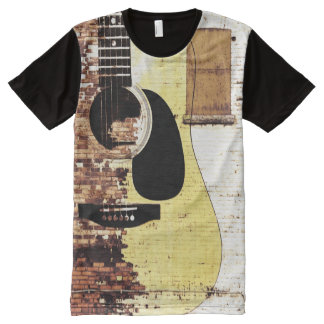 Guitarra acústica en ladrillo