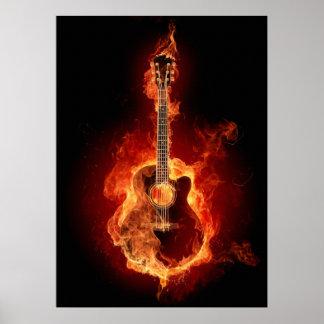 Guitarra acústica en llamas póster