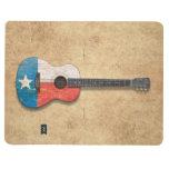 Guitarra acústica envejecida y llevada de la bande cuaderno