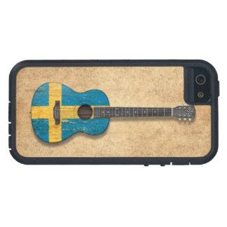 Guitarra acústica envejecida y llevada de la bande iPhone 5 coberturas