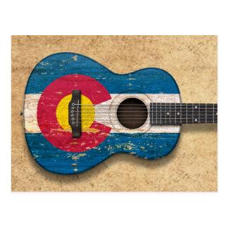 Guitarra acústica envejecida y llevada de la bande tarjetas postales