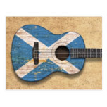 Guitarra acústica envejecida y llevada de la postal