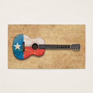 Guitarra acústica envejecida y llevada de la tarjetas de visita