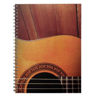 Guitarra acústica libretas espirales