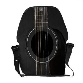 Guitarra acústica negra bolsa de mensajeria
