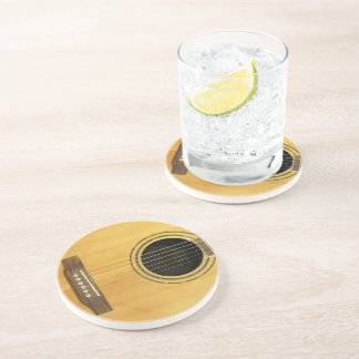 Guitarra acústica posavaso para bebida