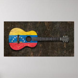 Guitarra acústica rasguñada y llevada de la bander impresiones