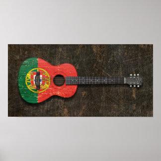Guitarra acústica rasguñada y llevada de la posters