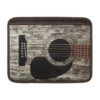 Guitarra acústica superior de madera vieja funda  MacBook