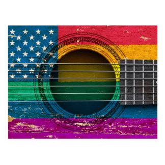 Guitarra acústica vieja con la bandera americana d postales