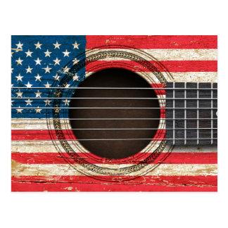 Guitarra acústica vieja con la bandera americana tarjetas postales