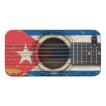 Guitarra acústica vieja con la bandera cubana iPhone 5 protectores