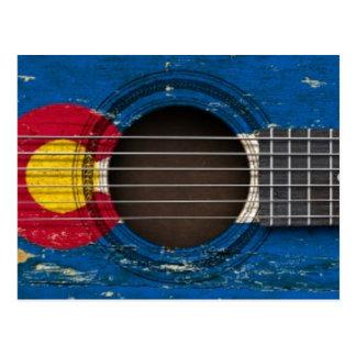 Guitarra acústica vieja con la bandera de Colorado Tarjetas Postales