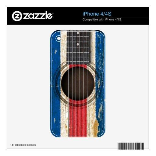 Guitarra acústica vieja con la bandera de Costa iPhone 4 Skins