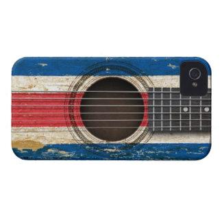 Guitarra acústica vieja con la bandera de Costa Ri iPhone 4 Fundas