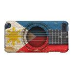Guitarra acústica vieja con la bandera de Filipina